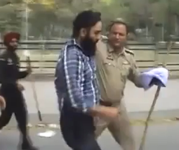 Mohali SHO Kul Bhushan Forcibly Removing a Young Sikh's Dastar