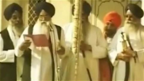 Puppet Jathedars announcing the honor for aspostate Badal