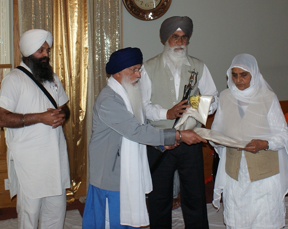 Shaheed Bhai Dilawar Singh's Parent Honored by Sangat